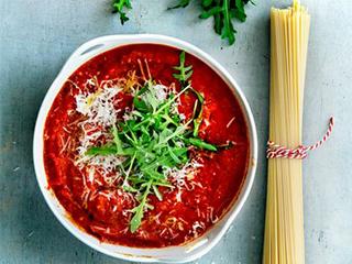 Pastasaus: tomaten-parmezaansaus met rucola