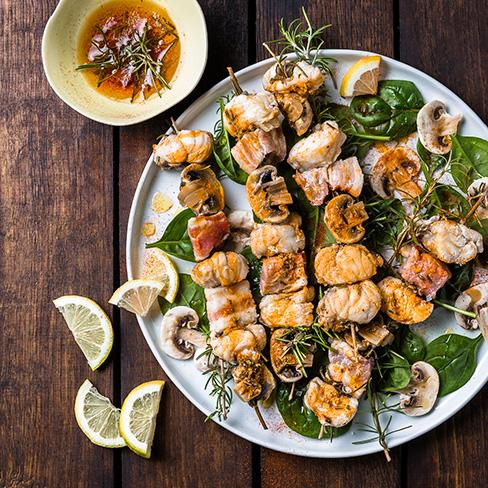 Visspies van zalm, scampi's en kabeljauw